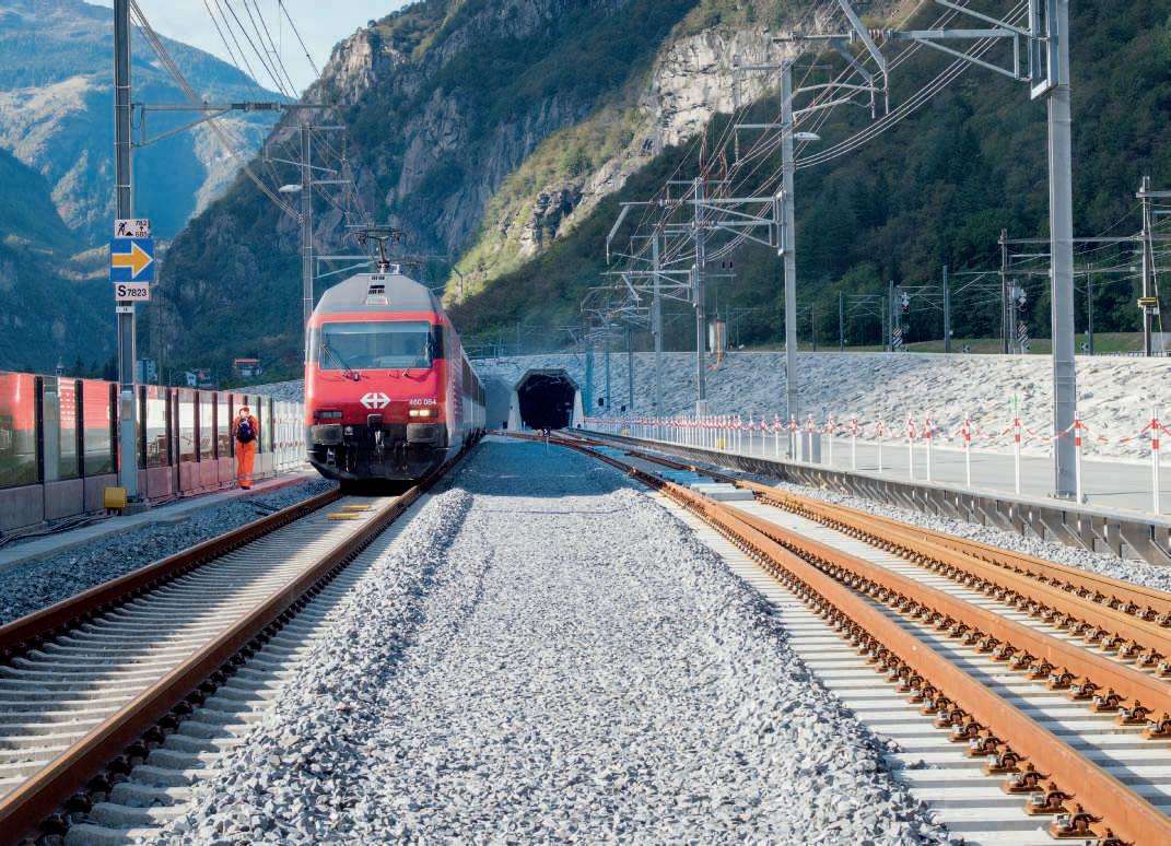 L'inauguration du 1er juin a été précédée par sept mois de marches d'essai. Un repère ERTMS est visible sur la gauche de la voie. © AlpTransit Gotthard AG