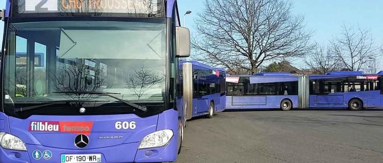 """Deux BHNS Tempo au terminus """"Les Douets"""" à Tours."""