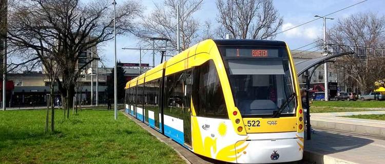 Un tramway Urbos du constructeur espagnol CAF en gare de Debrecen en Hongrie.