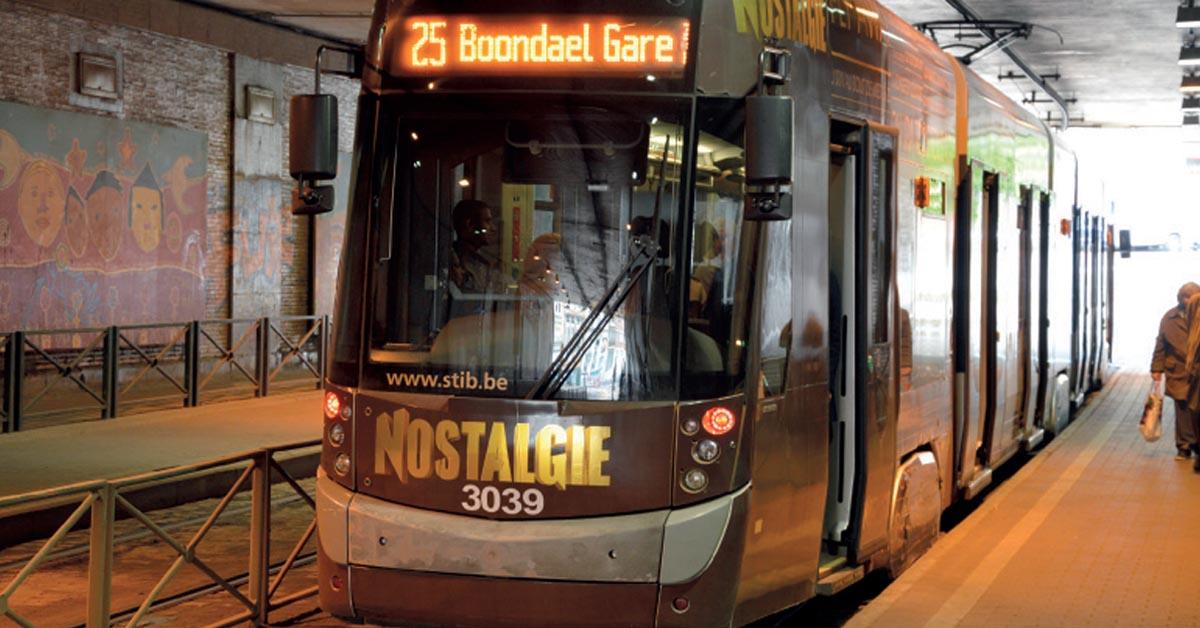 Une rame du tram 25 à l'arrêt dans le tunnel Thomas (17 juin 2016).