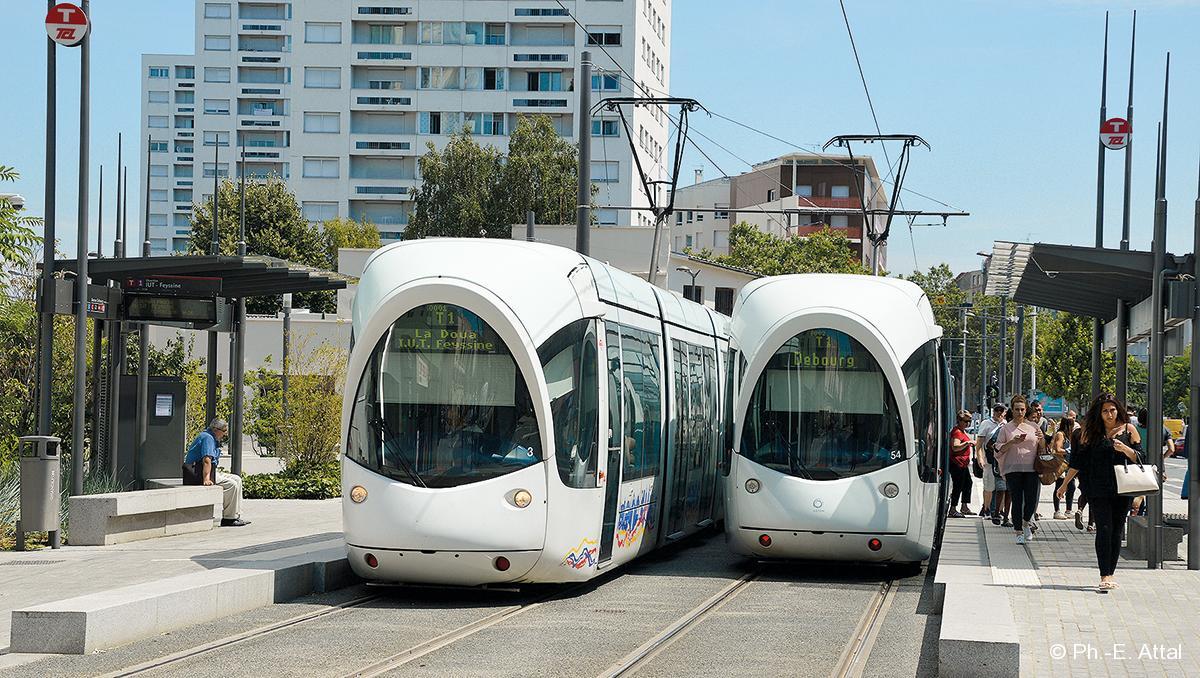 la capacit des trams lyonnais va augmenter rail passion. Black Bedroom Furniture Sets. Home Design Ideas