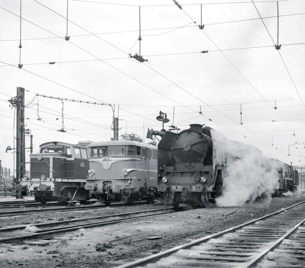 dépôt de Montrouge 1965 141 P 203 suivie d'une seconde 141 P, la BB 25202