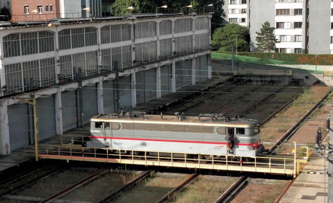 La BB 16051 sur le pont transbordeur