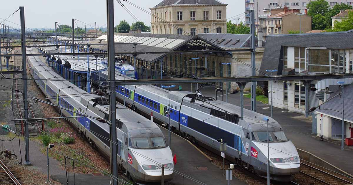 TGV à la gare de Niort.