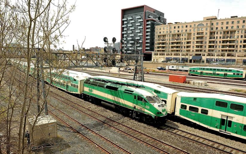 Alstom vient d'être retenu pour équiper le noeud ferroviaire de Toronto – dont on a ici un aperçu avec des rames de banlieue à deux niveaux – d'un centre de contrôle informatisé (mai 2014). (c) SYLVAIN MEILLASSON