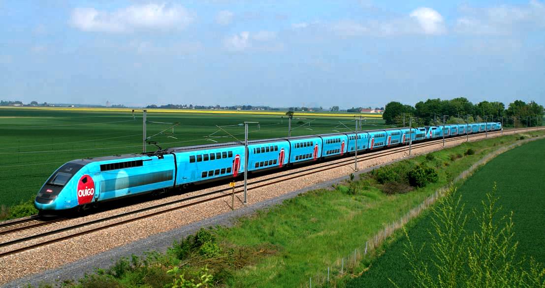 TGV Duplex en UM aux couleurs de Ouigo à Crisenoy sur la ligne d'interconnexion en Île-de-France assurant un train Marseille - Marne-la-Vallée (18 mai 2013). (c) MARC CARÉMANTRANT