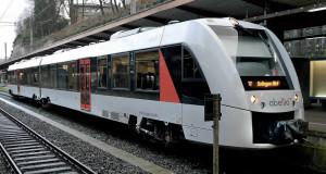 L'autorail Lint 41H 648.006 d'Abellio NRW au départ de Wuppertal Hbf pour Solingen Hbf sur un train de la relation S 7 « Der Müngstener » (12 janvier 2016).