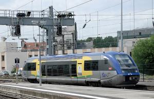 Un X 73500 au départ de Reims pour La Ferté-Milon (22 juin 2011). (c) B. Collardey