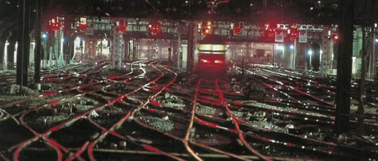 À Paris-Est, un poste tout relais à transit souple, un PRS, mis en service en 1962, avec ses 627 Itinéraires. Il contrôlait une zone de 7,6 km.