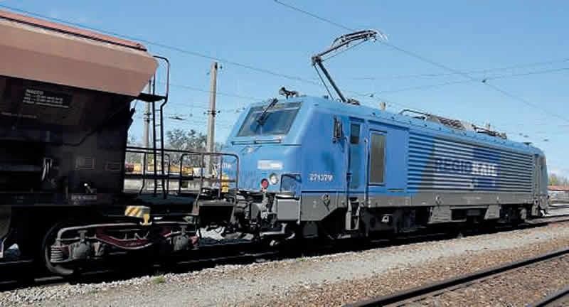 Arrivée au triage de Saint-Jory du train de talc en provenance de Luzenac tracté par la BB 27137 M Régiorail louée à Akiem (11 avril 2016). (c) B. Vieu