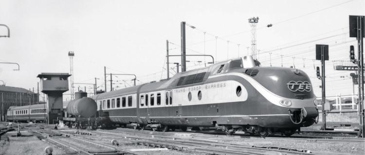 Présence insolite le 23 mai 1959 aux garages de La Chapelle d'une rame diesel VT 11 TEE allemande. Ces rames de la DB assuraient les trains de Paris-Nord vers l'Allemagne. Elles devinrent VT 601 à partir de 1969.