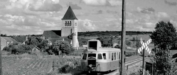 Saint-Brieuc S.N.C.F. le 31 août 1952, une grande activité voyageurs règne : l'autorail n° 15 (De Dion-Bouton OC1, 1938) côtoie les autorails n° 1 et 3 (Renault ABH6, 1948).