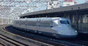 Fig. 4 : rame Shinkansen N700 japonaise avec géométrie frontale spéciale pour réduire l'effet du bang supersonique (Wikipedia).